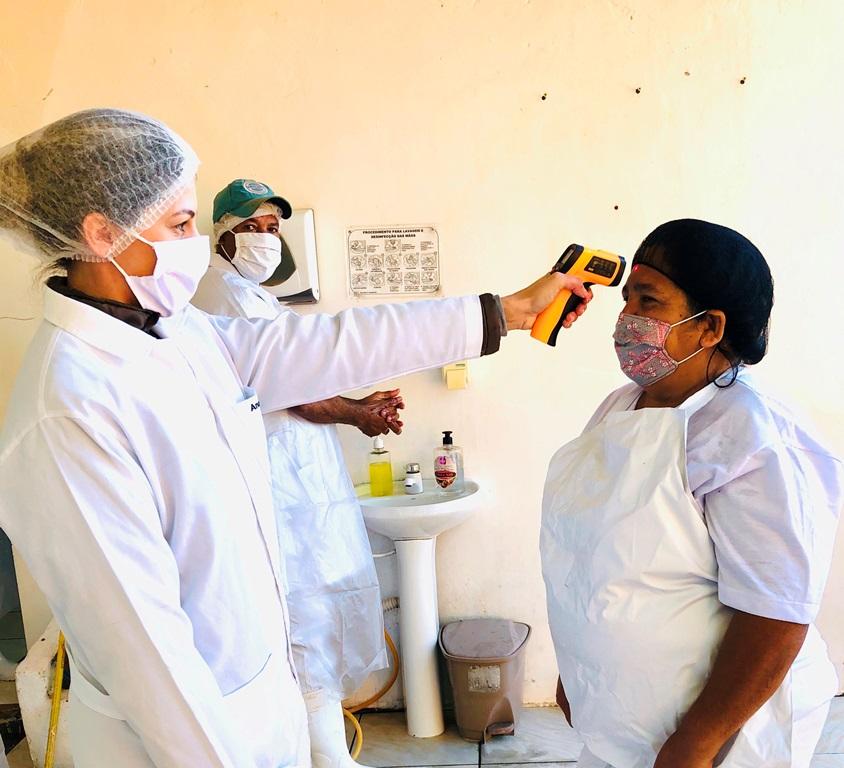 Serviço de Inspeção realiza trabalho preventivo a COVID-19 com produtores rurais do Assentamento Juncal