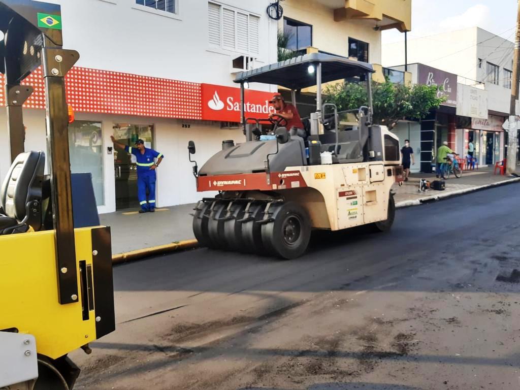 Prefeitura de Naviraí executa o recapeamento de ruas e avenidas